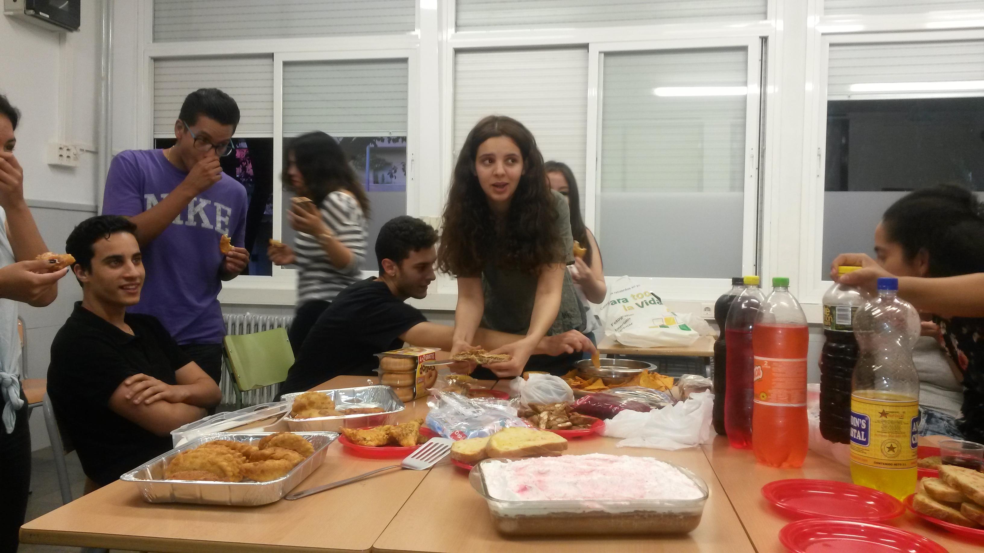 Alumnes de Primer celebrant el final de curs